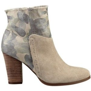 GUESS! SANA CAMOUFLAGE STYLE CHUNKY HEEL BOOTIES